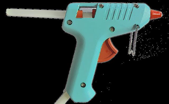 Die Illusion kreative Dinge zu basteln mit einer Heissklebepistole